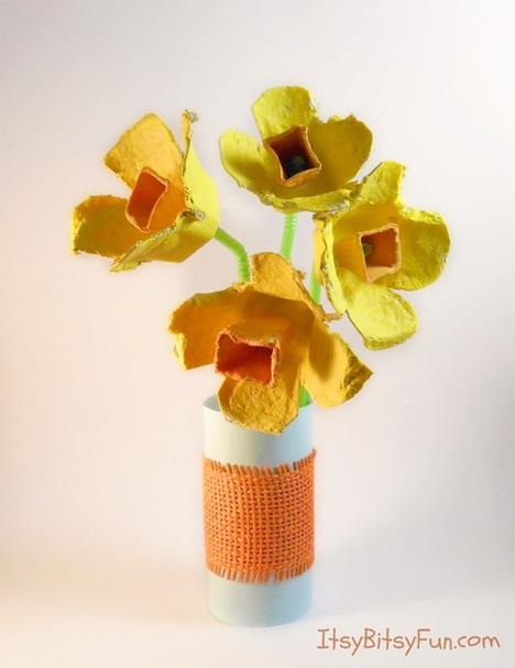 jarro-de-flores-com-caixa-de-ovo
