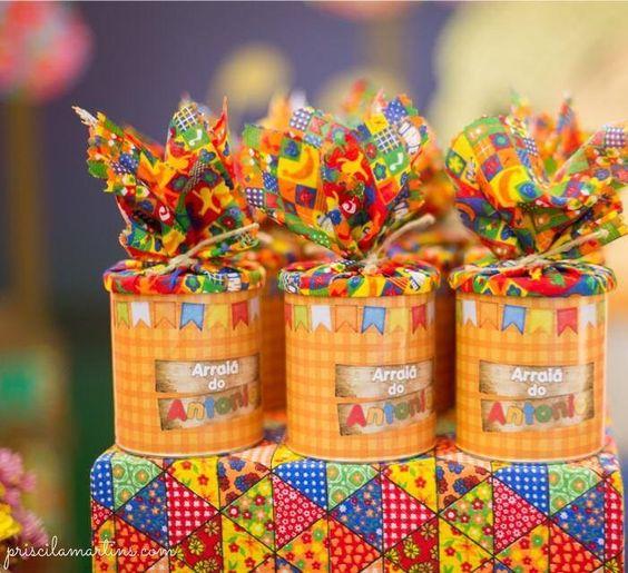 13 Ideias de Decoraç u00e3o de Festa Junina Com Material Reciclável Revista Artesanato # Enfeite De Mesa Festa Junina Com Garrafa Pet