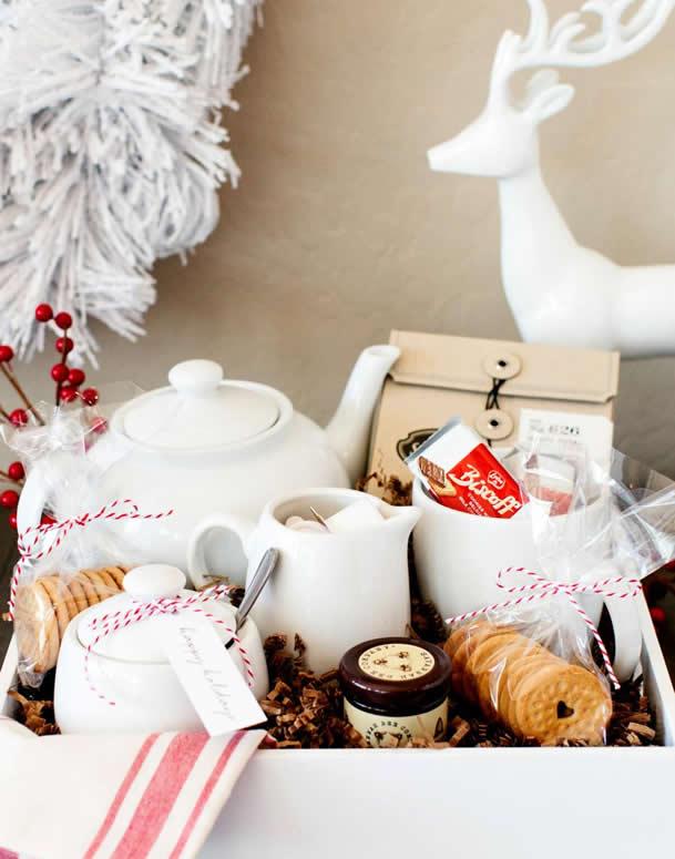 cesta-de-cafe-da-manha-cha-e-biscoitos