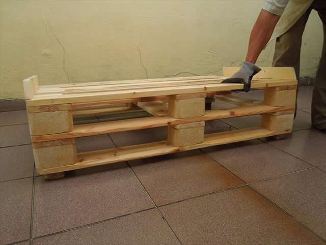 base-do-sofa-de-pallet