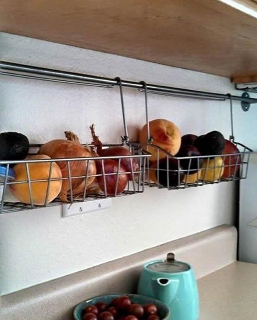 cestas-suspensas-para-liberar-o-balcao-da-cozinha