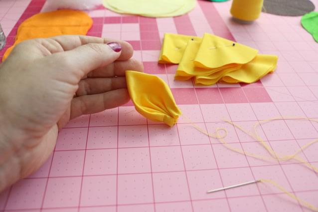 Fabuloso petalas-girassol-em-tecido : Revista Artesanato QD13