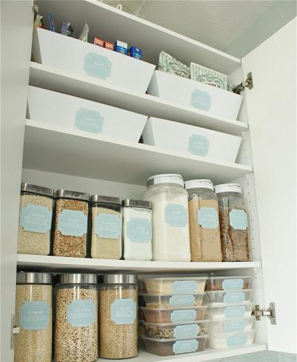 use-etiquetas-para-identificar-os-alimentos-em-potes-transparentes