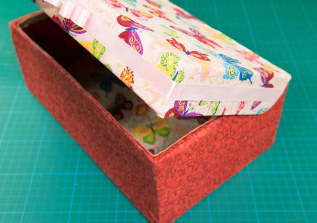 caixa-de-sapatao-decorada-com-tecido-estampado