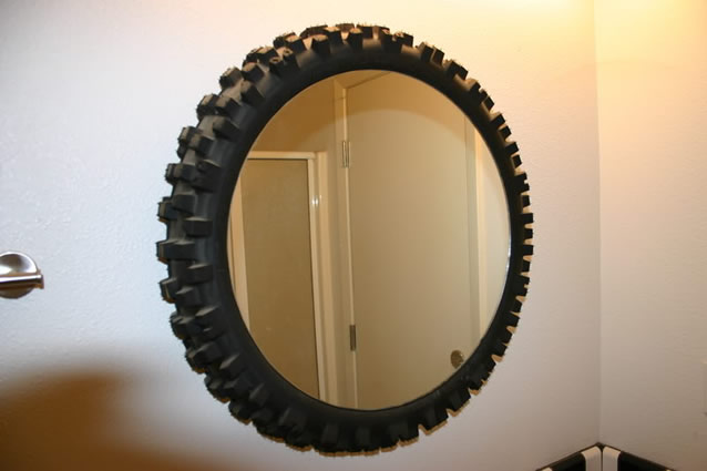moldura-de-espelho-feita-com-pneu