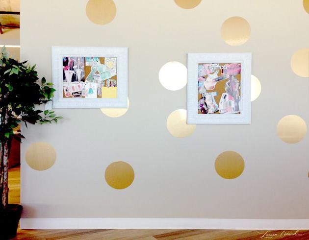 parede-decorada-com-poa-dourado