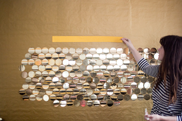 parede-dourada-sendo-montada
