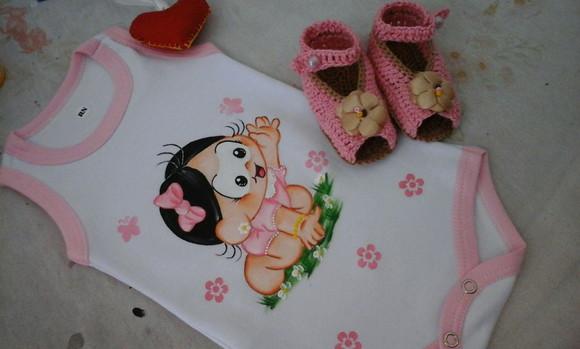 body-regata-para-bebe-sapatinho-croche-pintura-em-tecido