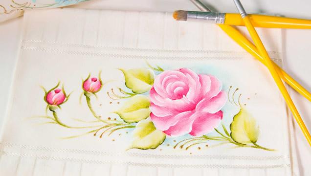toalha-de-lavabo-com-pintura-rosas