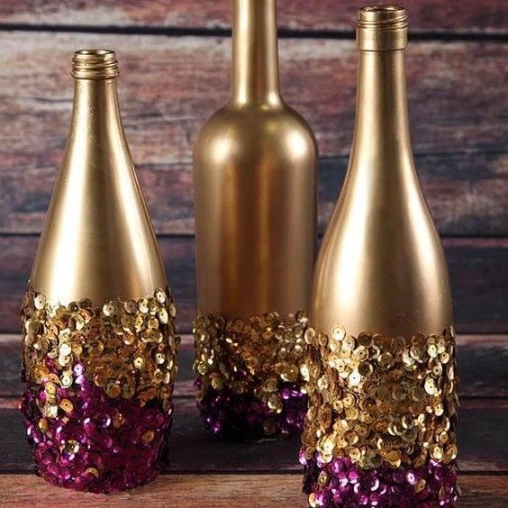 garrafas com lantejoulas