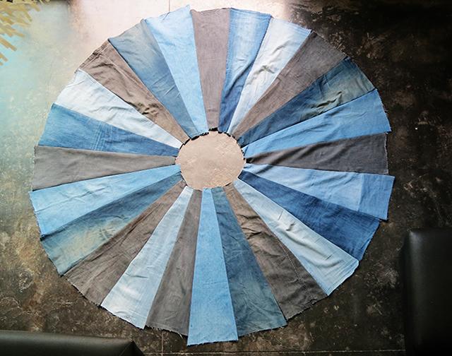 tapete de calça jeans sendo produzido