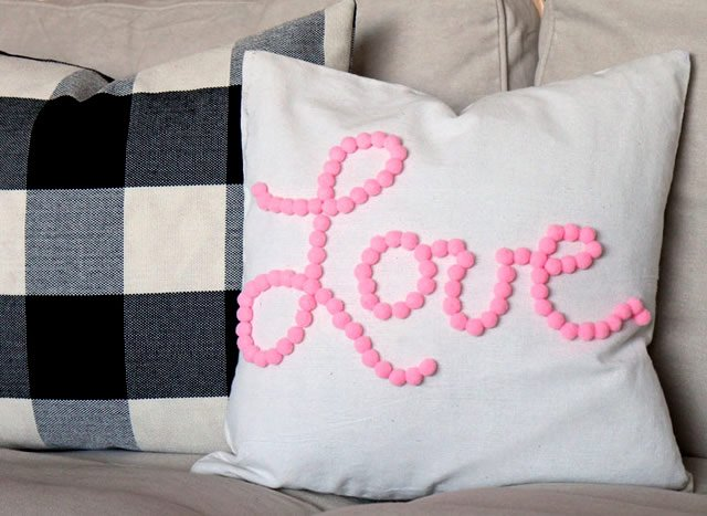 almofadas personalizadas com pompom