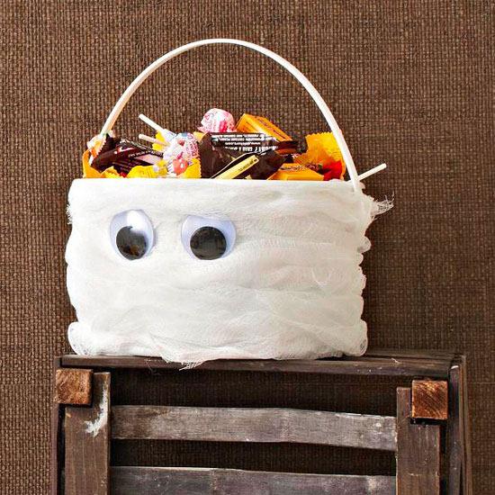 lembranchinha de hallowenn pote de margarina decorado