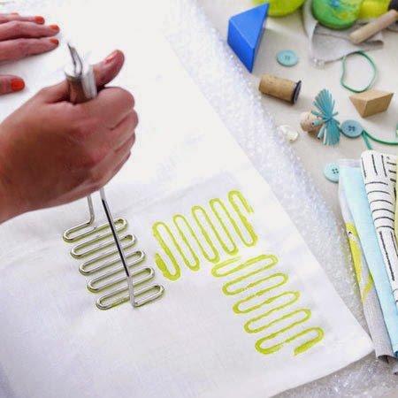 como criar estampas com tinta e carimbo passo a passo revista artesanato. Black Bedroom Furniture Sets. Home Design Ideas