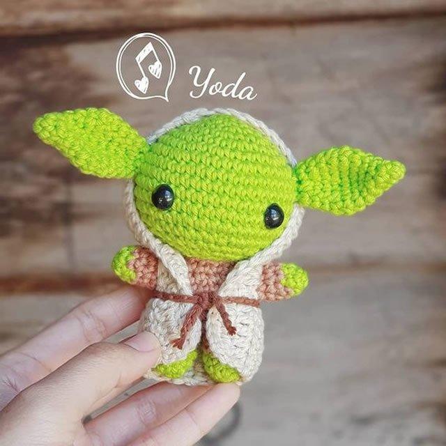 Um Baby Yoda de crochê para você fazer em casa! | Padrão de boneca ... | 640x640