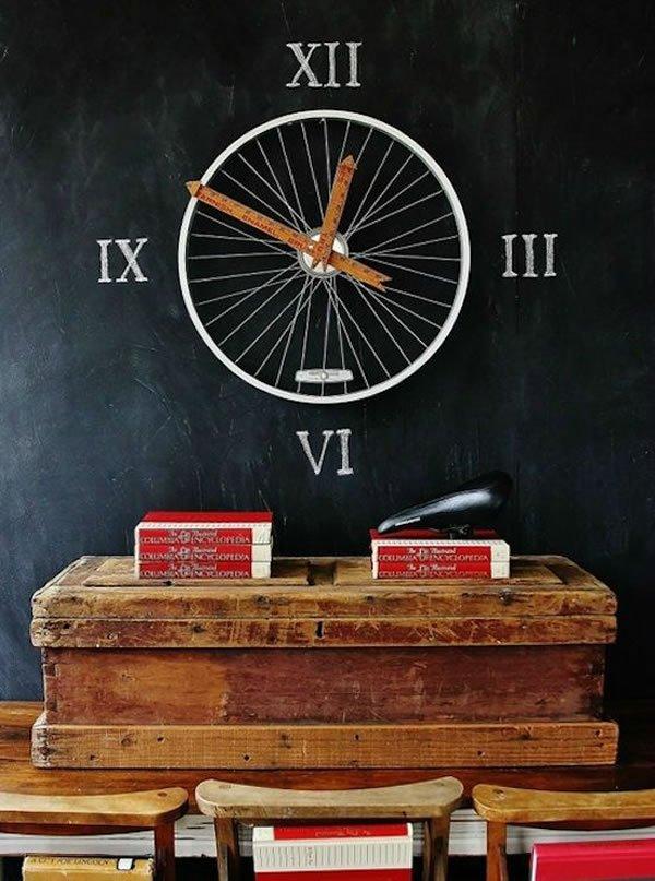 relógio com aro de bicicleta
