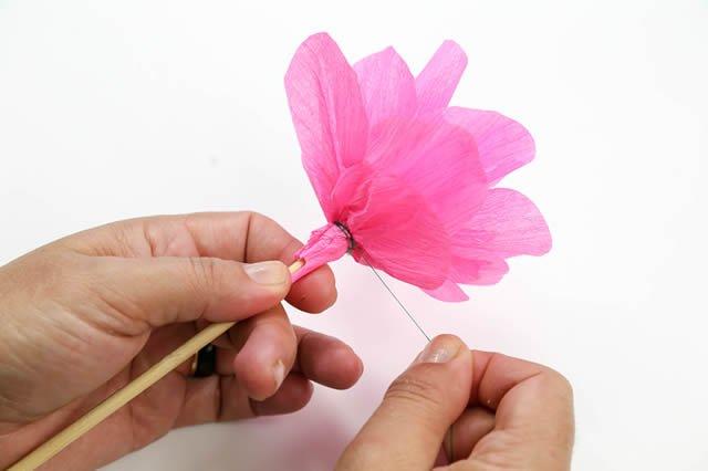 como fazer flor de papel