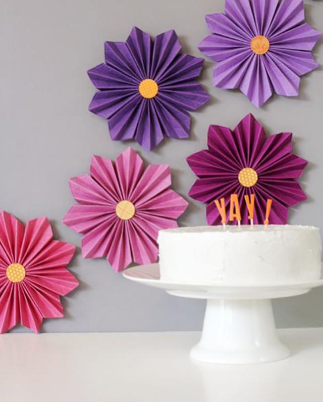 7 Ideias de Flores de Papel para Fazer em Casa Revista Artesanato -> Decoração De Flores De Papel Para Aniversario