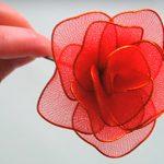 como fazer flores de meia de seda