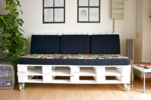 sofá de palete com rodinha