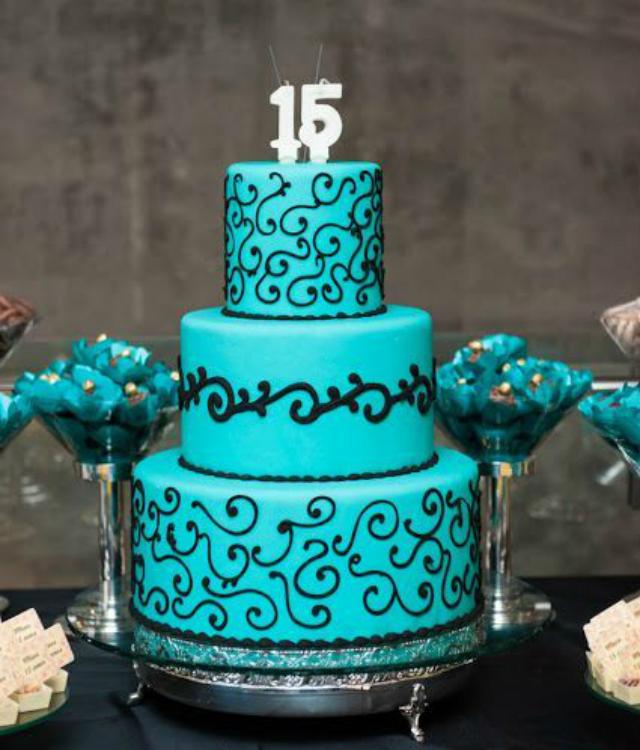 Bolo de festa 15 anos azul