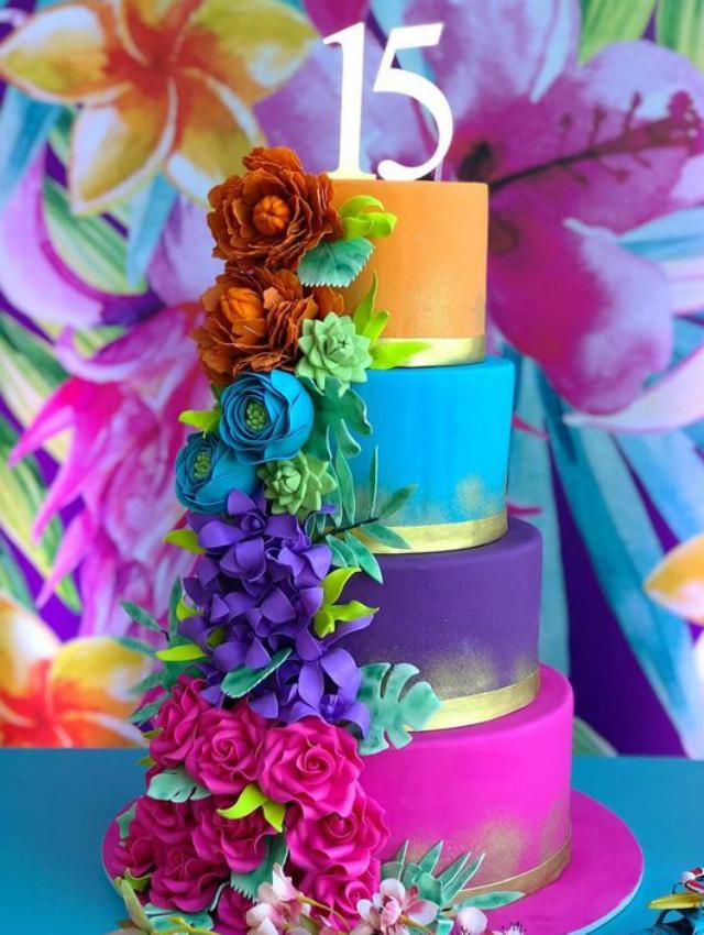 Bolo de festa 15 anos colorido