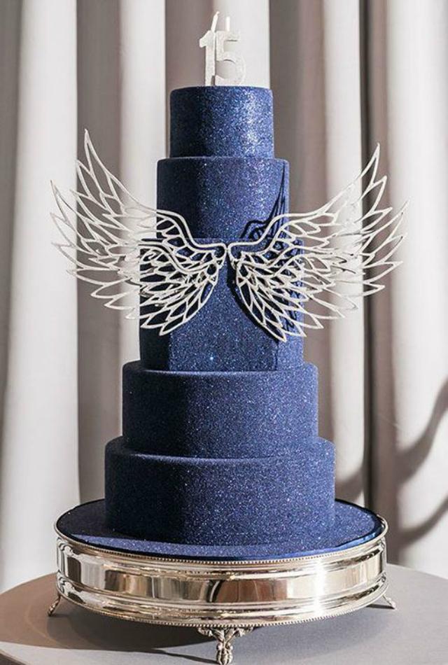 Bolo de festa 15 anos azul escuro com glitter