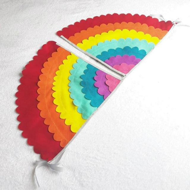 Asa de feltro arco-íris