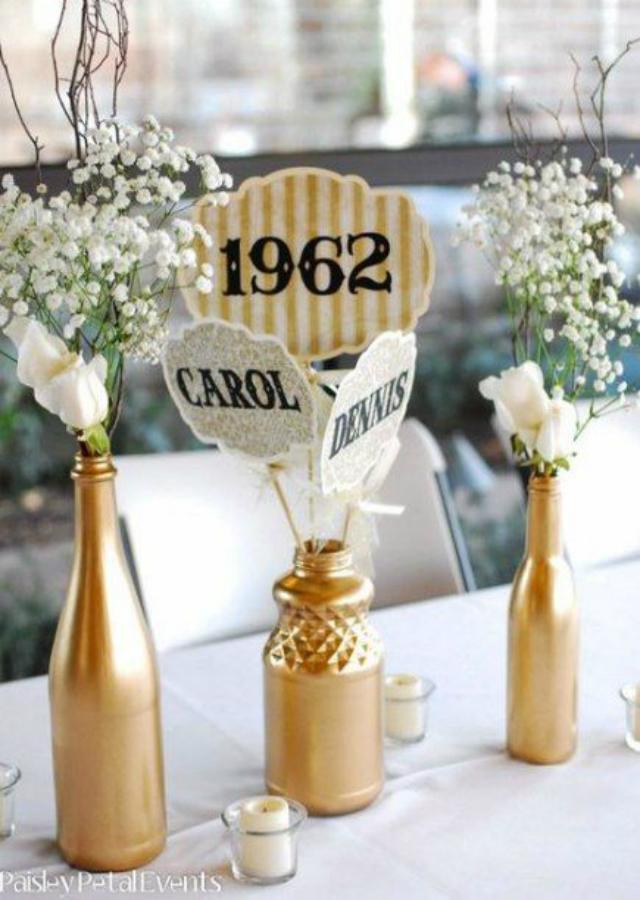 Garrafas douradas para decoração de festa bodas de ouro