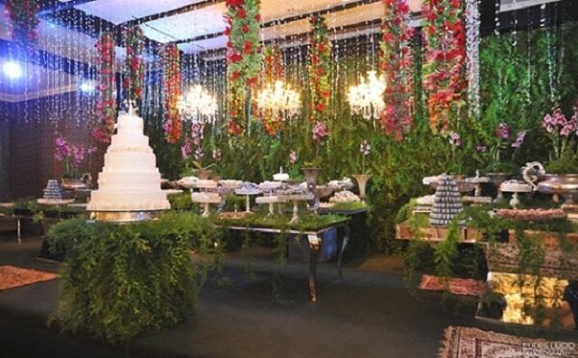 Decoração com flores para bodas de prata