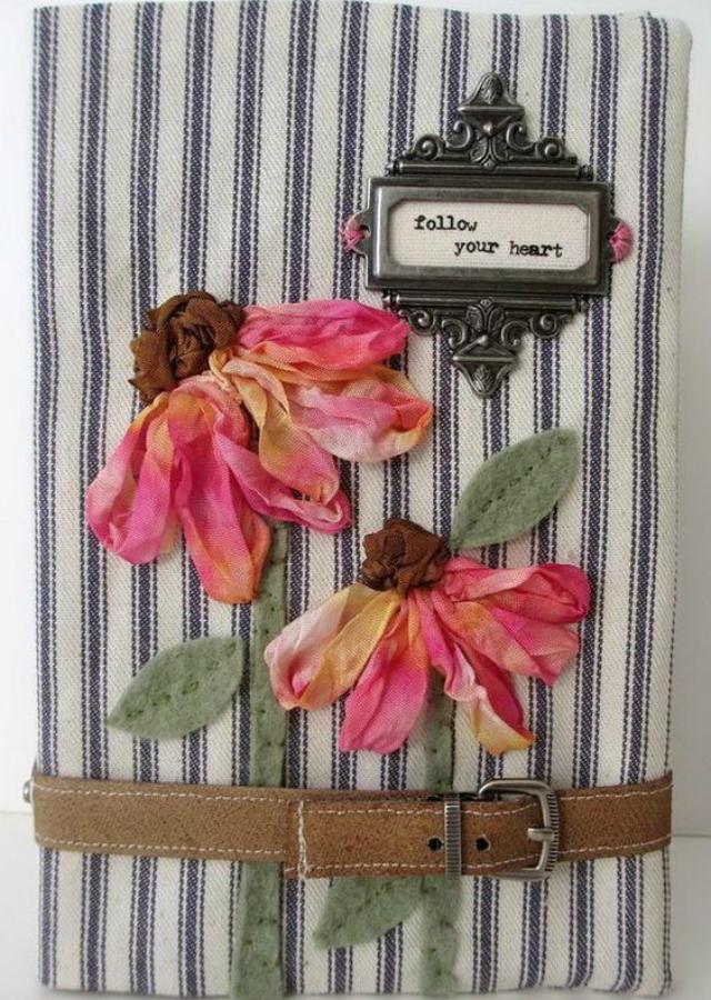 Caderno decorado com tecido e flores