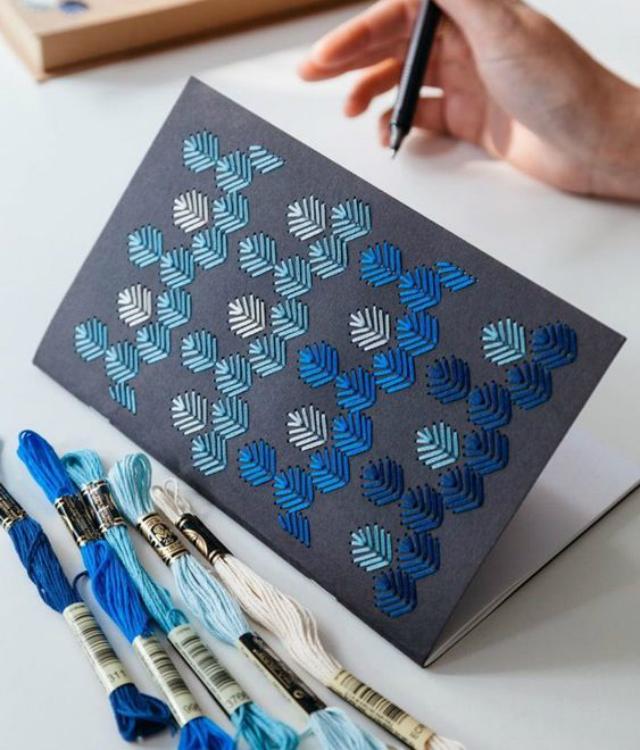 Caderno decorado com bordado em tons de azul