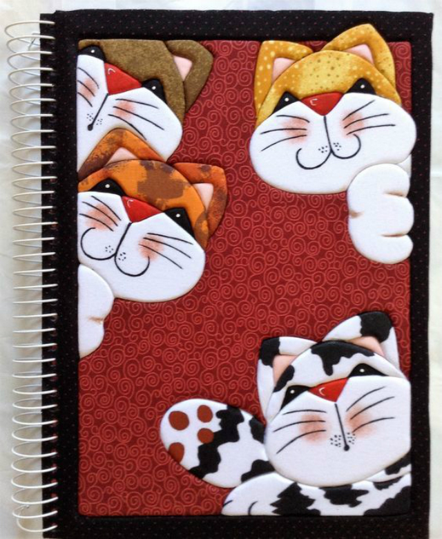 Caderno decorado com patchwork embutido de gatinhos