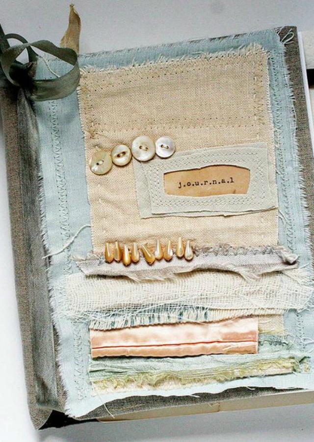 Caderno decorado com tecido w botões