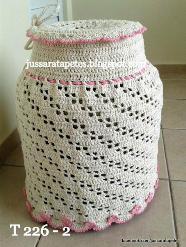 Capa de botijão de crochê branca com detalhe rosa