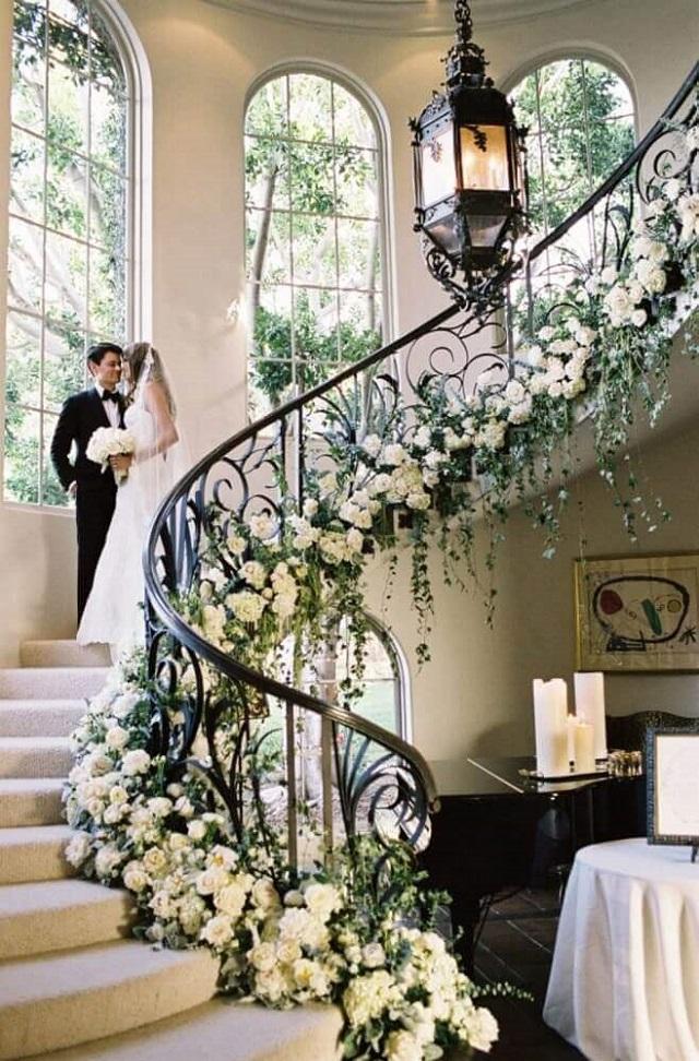 Escada com flores