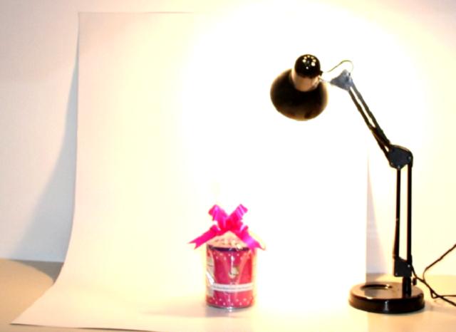 Cenário para tirar foto de embrulho com luminária