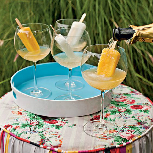 Taça com drink com picolé