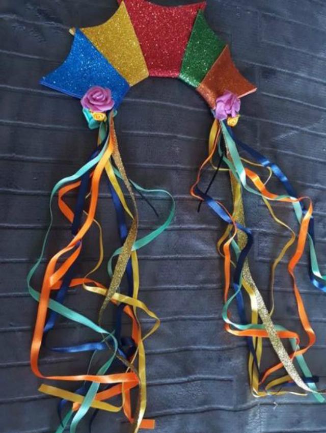 Tiara de EVA colorida e com fitas