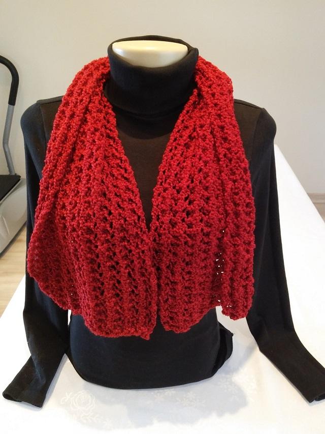 Cachecol de tricô vermelho