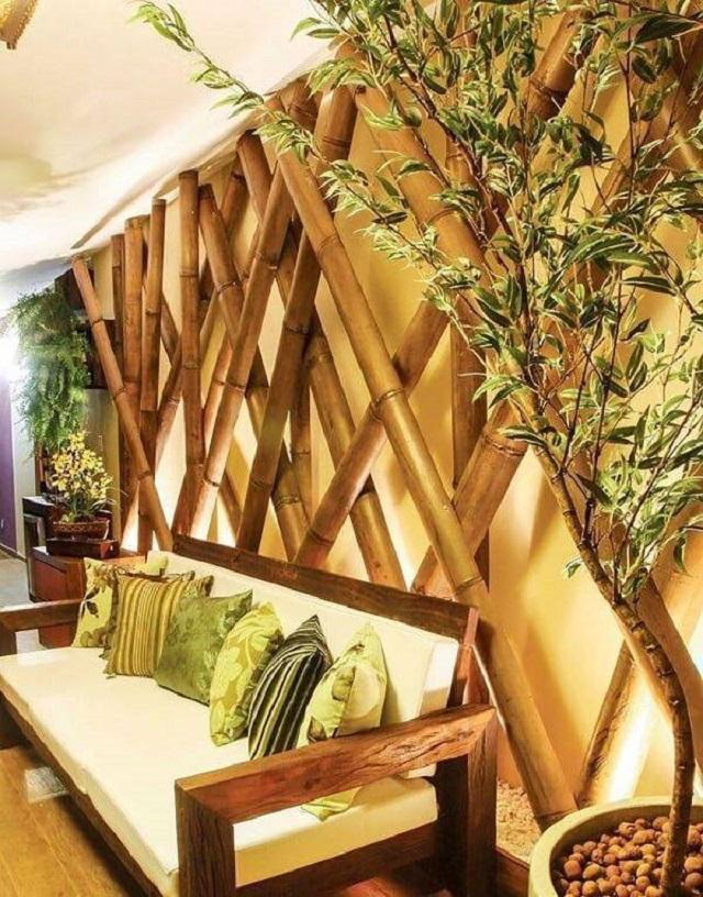 Parede decorada com bambu
