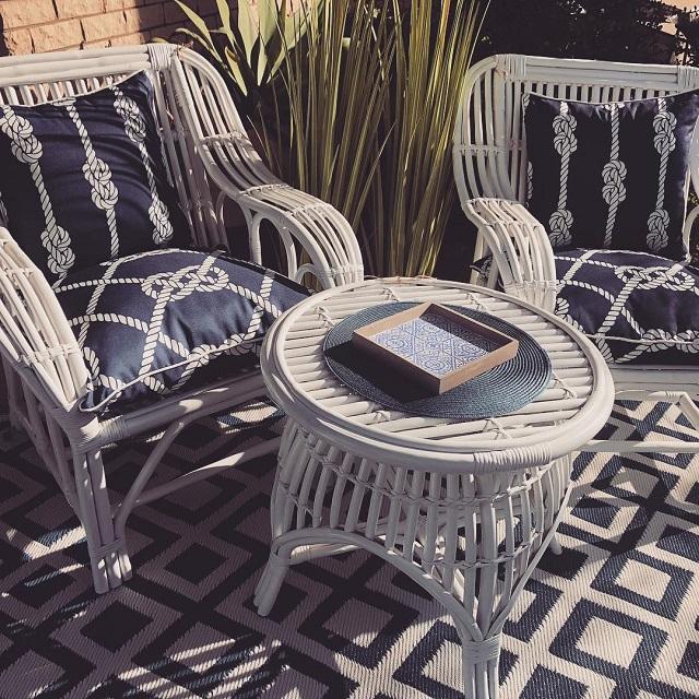 Cadeiras e centro de mesa de bambu