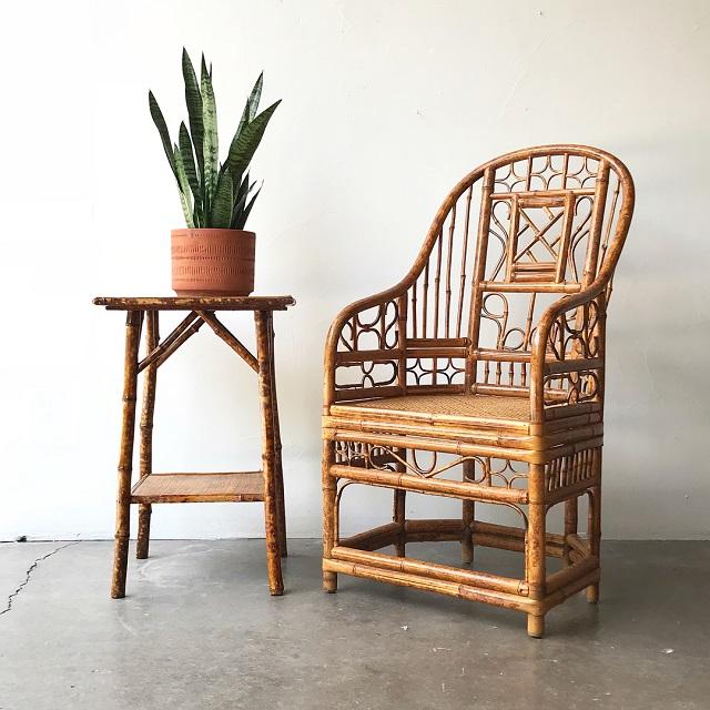 Cadeira e mesinha de bambu