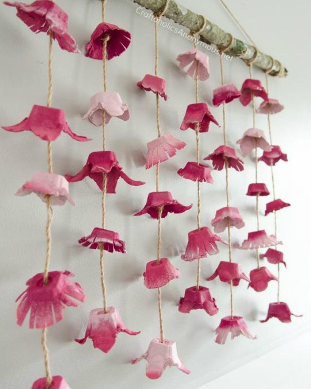 Flores rosas de caixa de ovo