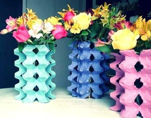Vasos de planta de caixa de ovo