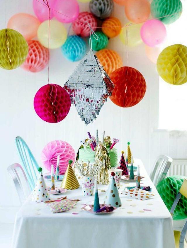 Decoração colorida para festa surpresa