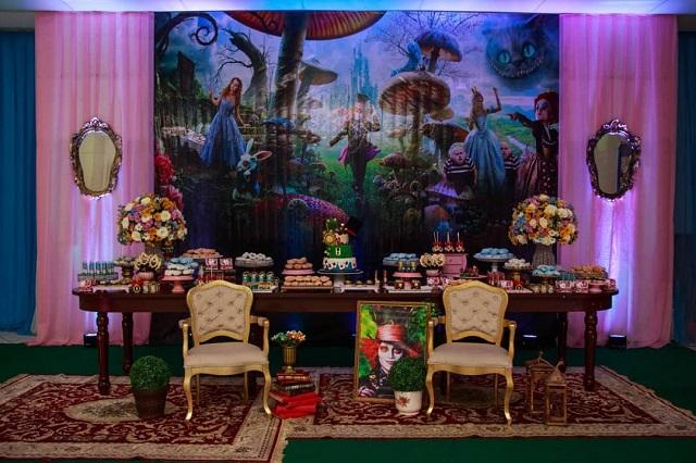 Festa com tema Alice no País das Maravilhas