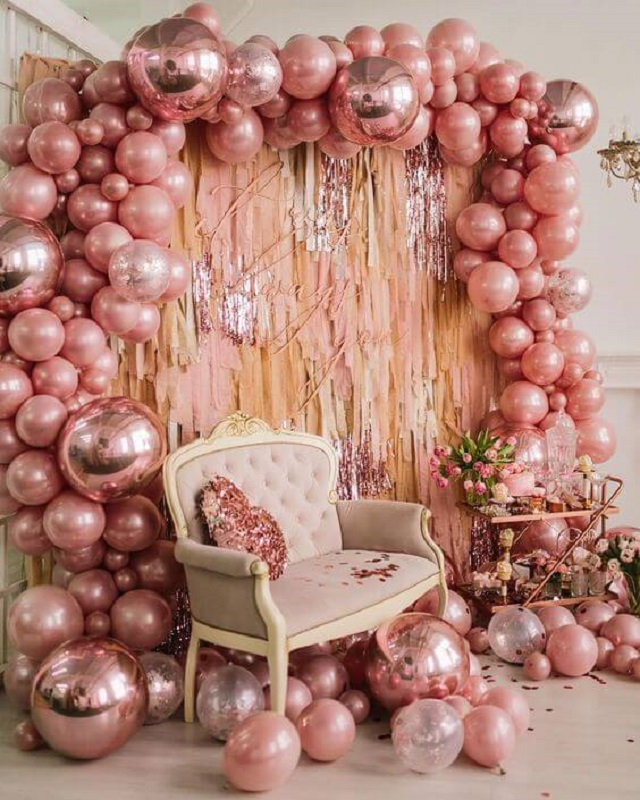 Decoração de festa com balões rosa