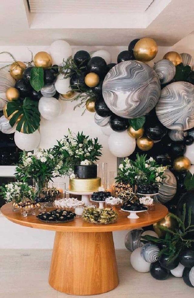 Decoração de festa com balões personalizados