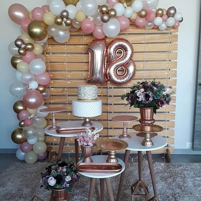 Decoração de festa com balões